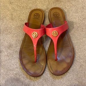 TORY BURCH HOT PINK PATENT LEATHER FLIP FLOPS!